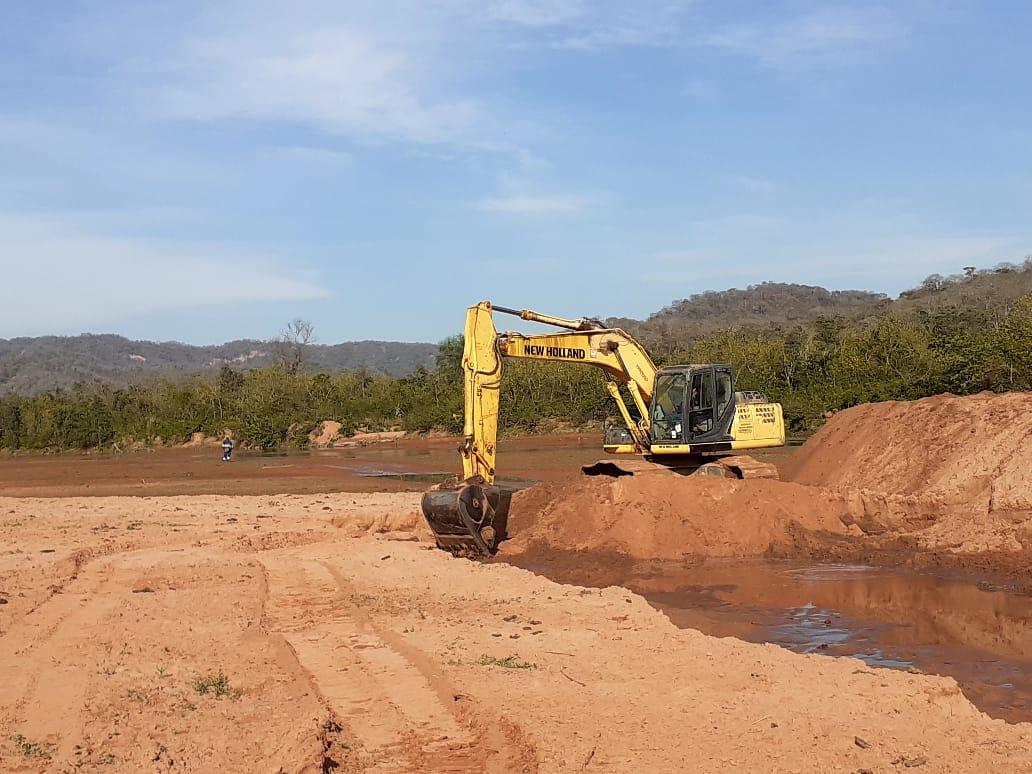 Se realizan obras en el río Caraparí, que abastece al dique Itiyuro